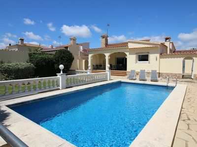 Photo for Modern villa with 3 bedrooms and private pool in Empuriabrava