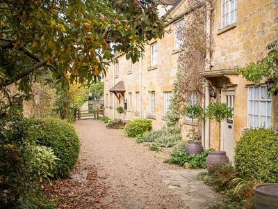 Photo for Top Cottage is a stunning Cotswold stone cottage, located in the historic village of Broadway