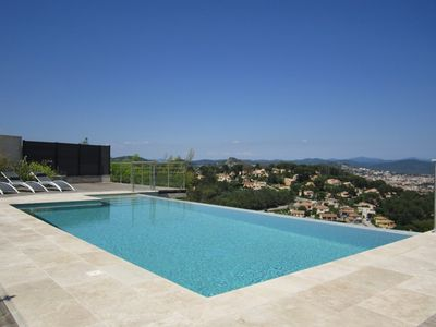 Photo for Villa 8 people swimming pool and sea view - Hyères