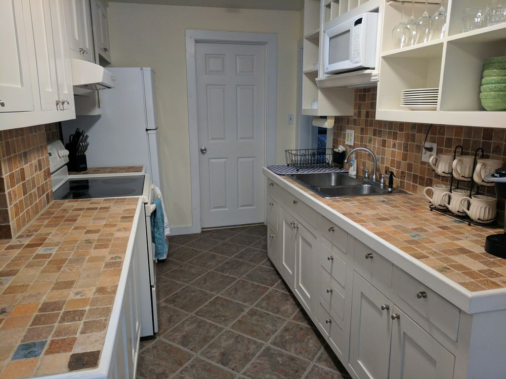 images of cottage kitchens cozy cottage to downtown hendersonville 4625