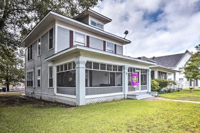Discover the charm of Shreveport at this vacation rental home!