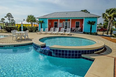 Outdoor Communal Pool - This is pool #1 that is located at The Rookery III complex. Pool #1 offers a small clubhouse with restrooms and is located in the back section while Pool#2 is located in the front of the complex