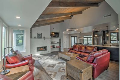 Live your California dreams at this 3-bed, 2-bath Manchester vacation rental!