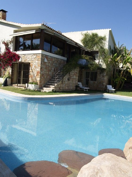 Villa avec piscine et jardin priv et barbecue l 39 atmosph re l gante communaut valencienne Atmosphere agreable piscine jardin
