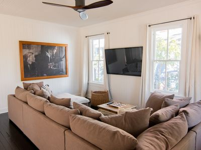 The Hibiscus House - Historic - Fully Renovated - Walking Distance to Tarpon Ave