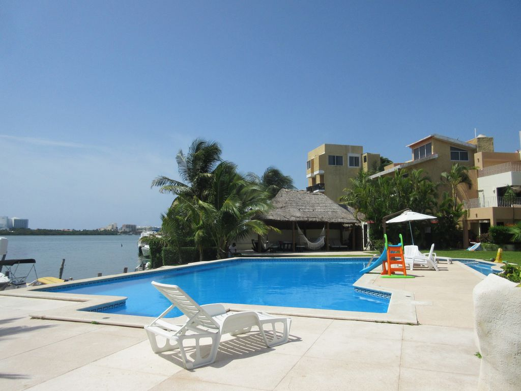 Beautiful Villa Facing The Water - Perfect for Families/Couples, very spacious