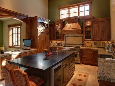 6588 Lookout Drive kitchen