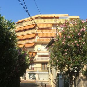 Photo for Large, sunny flat just minutes from the Croisette, Cannes