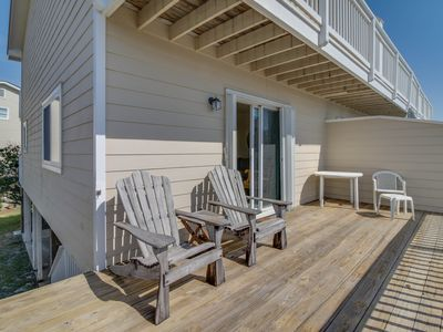 Photo for Cozy seaside condo w/ shared pool & central beach location - snowbirds welcome!