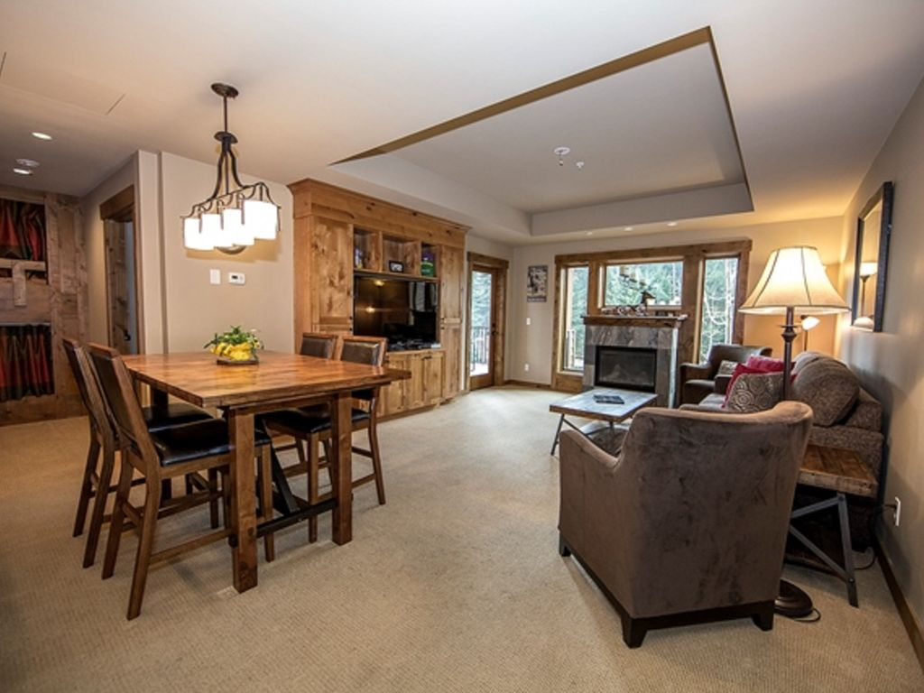 two bedroom condo. Spacious two bedroom trailhead condo with easy walking distance to the Lodge e  VRBO