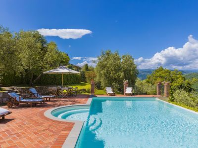 Photo for Panoramic Villa Il Castagno in Tuscany, with 7 bedrooms and private swimming pool.
