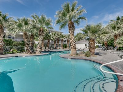 Photo for Green Valley | Las Palmas | Condo Near Pool and Park. Great Getaway!