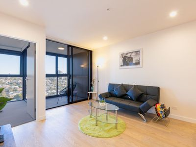 Photo for Cozy & Modern Apartment @ the HEART of South Bank