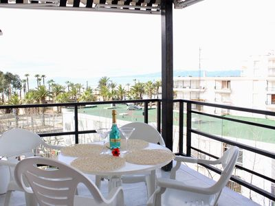Photo for Large apartment 20 meters. Salou beach with 3 bedrooms and A / A.