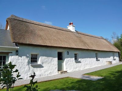 Photo for Detached Thatched Cottage for 4
