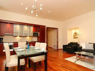 Best Location, Amazing Views - Luxury Apartment at Old Town Square