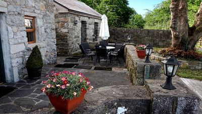 Photo for Quaint cottage 35 mins to Galway. Wifi. Sleeps 5.