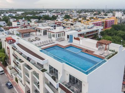 Photo for Beautiful ocean view condo w rooftop pool & close to beach