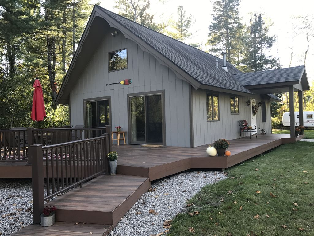 River haven premiere up north cabin only 10 miles from for Up north cottages