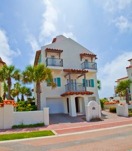 Photo for Luxurious! Gulf Front, Community Pool, Gated Neighborhood, Private beach!