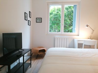 Photo for Calm, Large screen TV, 1 TV/room  ❤ Near station #M4