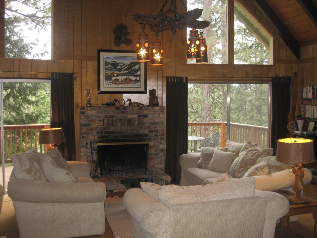 Cozy Living Room W Large Comfy Couches Wood Burning Fireplace