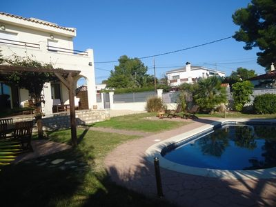Photo for Detached villa for 8 people, private pool, 1600m from the beach