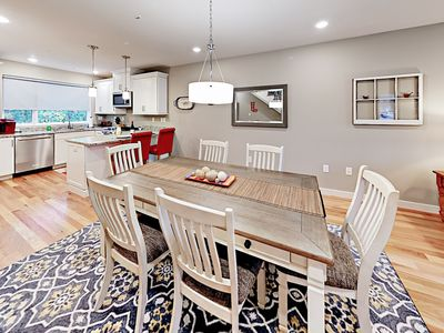 Dining Area - There is seating for 6 around the main dining table.