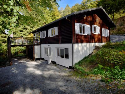 Photo for Cosy chalet with sauna and jacuzzi in forest rich environment
