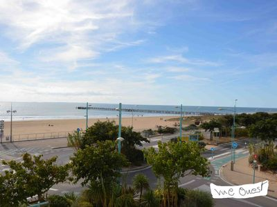 Photo for Beautiful apartment facing sea, spacious, 2 ch. 4/6 pers., Parking, FREE WIFI