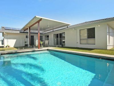 Photo for 4 Bedrooms, Pool, Air Conditioning, book now!