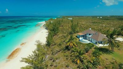 Newly Renovated Beachfront Estate w/ Pool, Privacy, Secluded Pink Beach