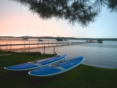 Photo for Manhattan Point Lakefront Cabin: family friendly/sand beach,/sunset views