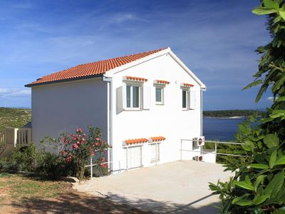 Photo for Apartment in Brgujac (Vis), capacity 4+2