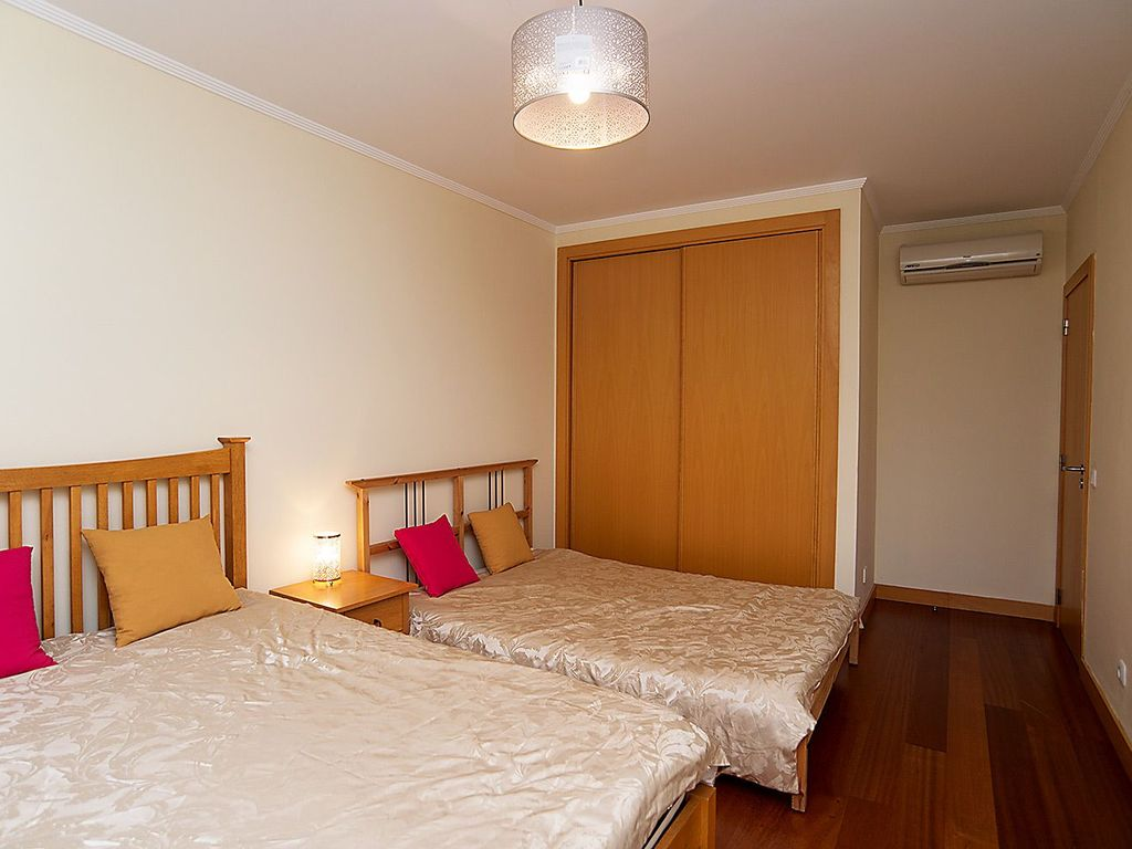 Luxury Spacious 1 Bedroom 1 Bathroom Apartment Aircon