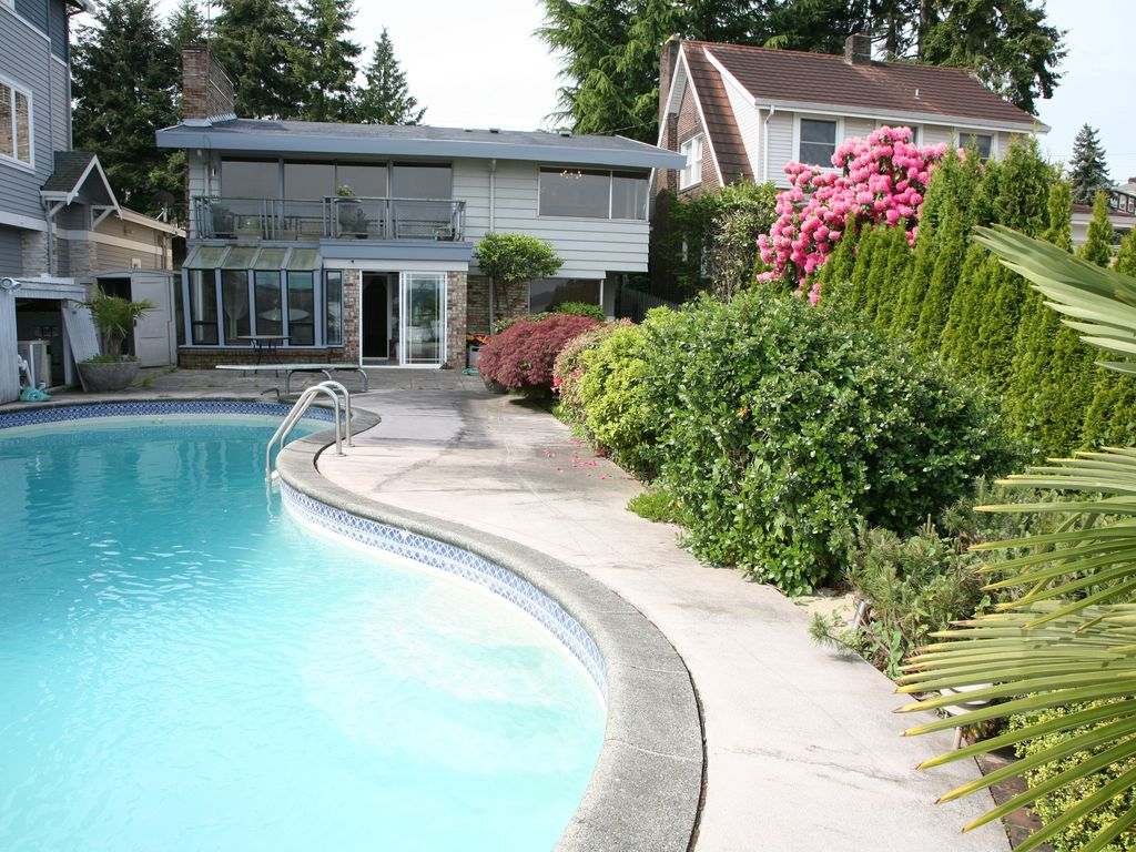 2 Story Lake Front Home With A Swimming P VRBO