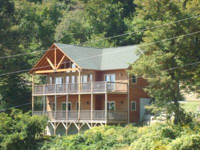 Photo for On Golden Ridge - On App Ski Mtn! Hot Tub, Great Views, Pool Table. 15 mins to Downtown Boone!