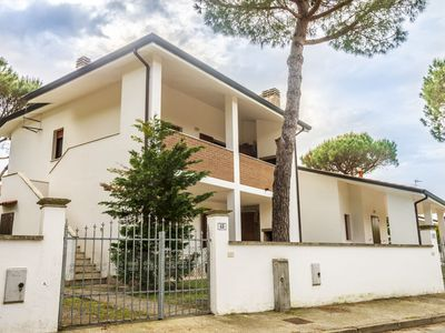 Photo for Spacious semi-detached house, with car park and garden, at 600m from the beach.