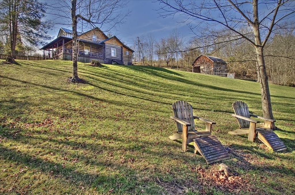 Cabin on South Holston River-900 Ft of Private River Frontage   BNB