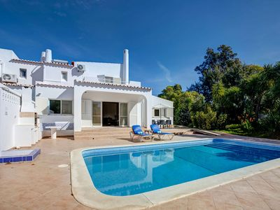 Photo for Villa Colina Azul, super 3 bedroom Carvoeiro villa with heated pool and AC