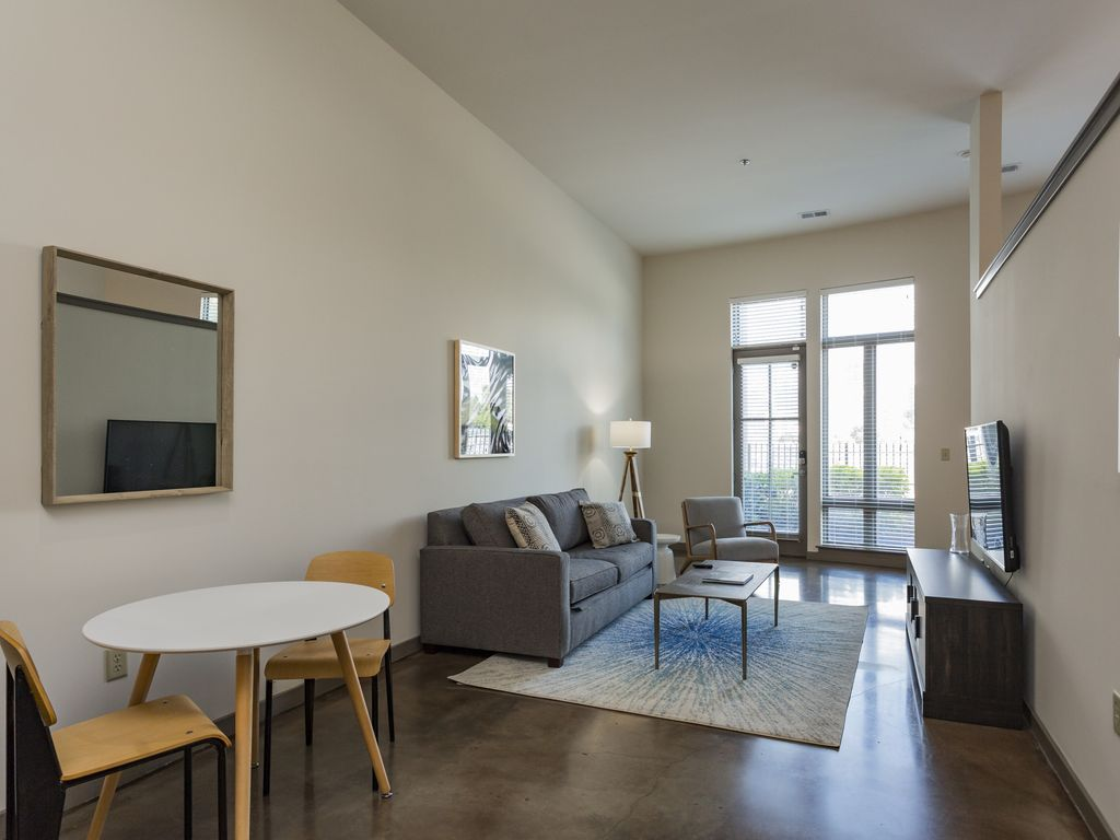 Studio in Nashville's Downtown Loop - One Bedroom Apartment, Sleeps 4
