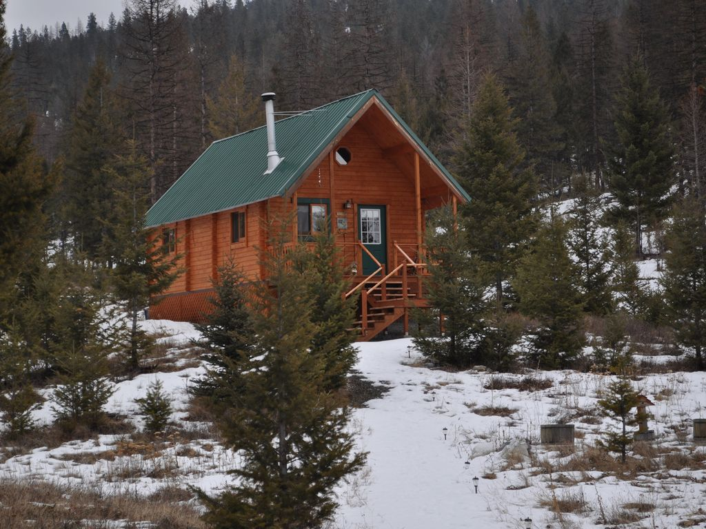 Cozy Cabin In The Woods Of NW Montana Peac