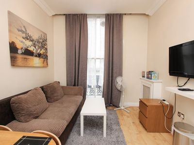 Photo for Balcony 1 Bed Apt Sleeps 4 Next to Hyde Park GT12