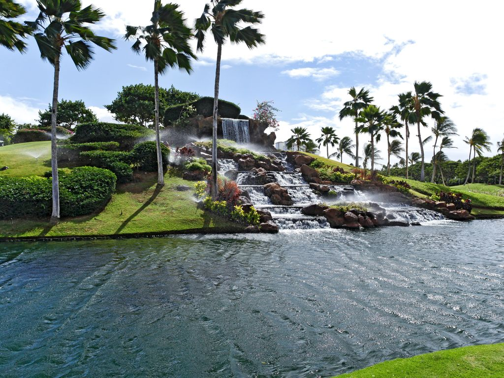 WEST OAHU'S PREMIERE SHOPPING, DINING AND ENTERTAINMENT DESTINATION. The open-air Kapolei Commons is West Oahu's premiere destination .