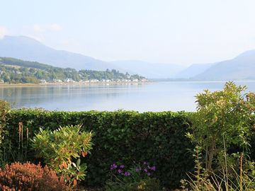 Traditional House in Idyllic Spot Beside the Loch, Sleeps 5/6, Wifi, Wood Burner