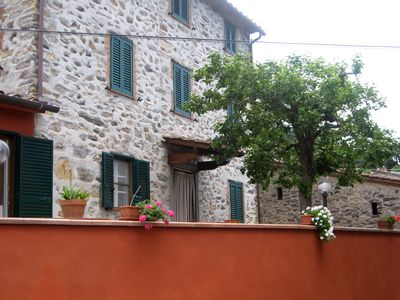 Photo for Casa Luigina: pretty cottage with pool on the Lucca hills