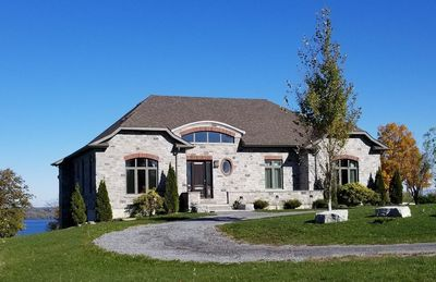 Loyalist House with spectacular views of Bay of Quinte