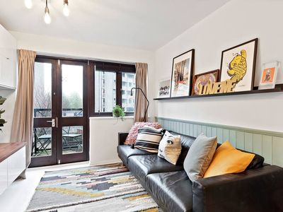 Photo for Artistic 2Bed in Hoxton w/Balcony - Close to tube!