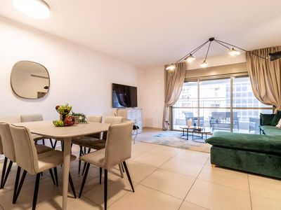Photo for Stylish 3 Bedrooms/Parking At City Gate