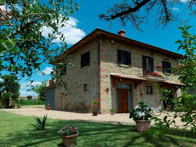 Photo for Private Villa with WIFI, A/C, private pool, TV, terrace, pets allowed, parking, close to Cortona
